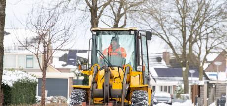 Boomkwekers ruimen sneeuw: 'Iedereen zijn straatje weer schoon, iedereen blij'