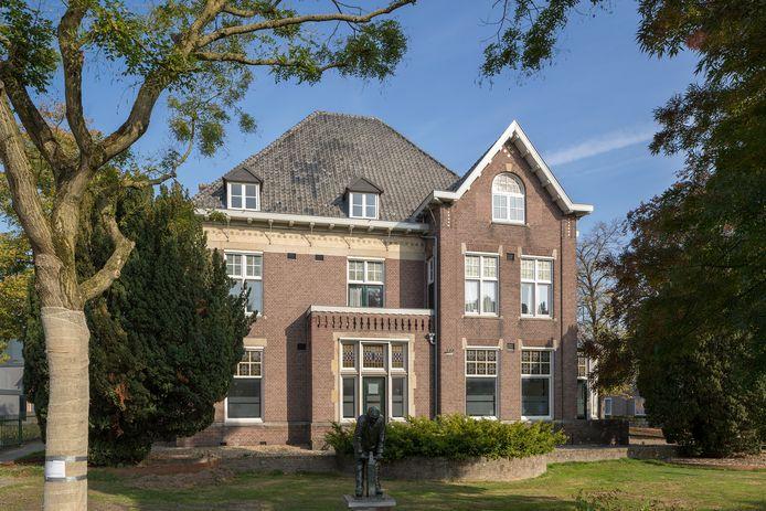 Als het aan de nieuwe eigenaar, FLS Vastgoed BV uit Best, ligt, is de monumentale Villa Phaf straks een hotel-restaurant.