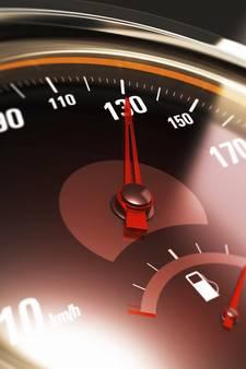 Snelheidsduivel rijdt met 130 over 80-weg: rijbewijs kwijt