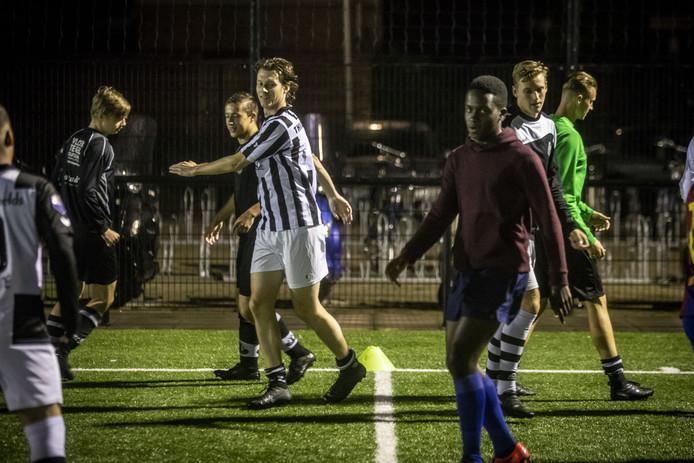 Ondanks de wegverbreding blijft er alle ruimte voor de voetbalclub AVC Heracles.