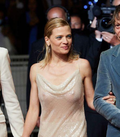 Mélanie Thierry fait sensation sur le tapis rouge avec une robe transparente qui dévoile sa poitrine