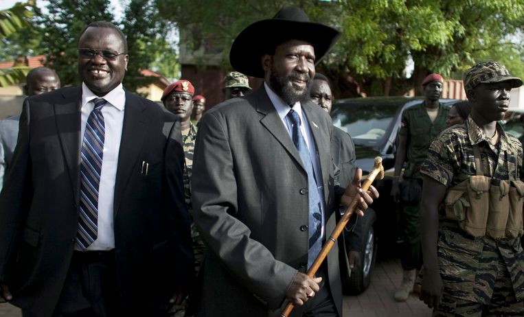 Links voormalige vicepresident Machar, rechts president Kiir. Beeld AP
