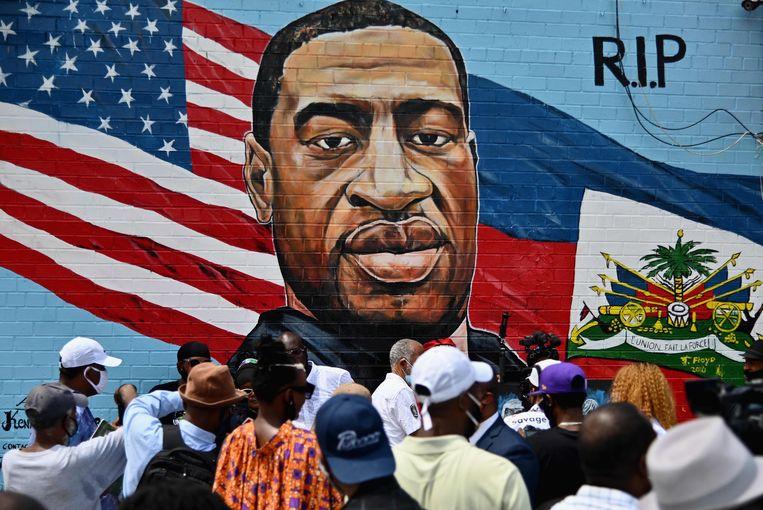 Muurschildering in New York ter nagedachtenis aan George Floyd. Het werk is van de hand van kunstenaar Kenny Altidor. Beeld AFP