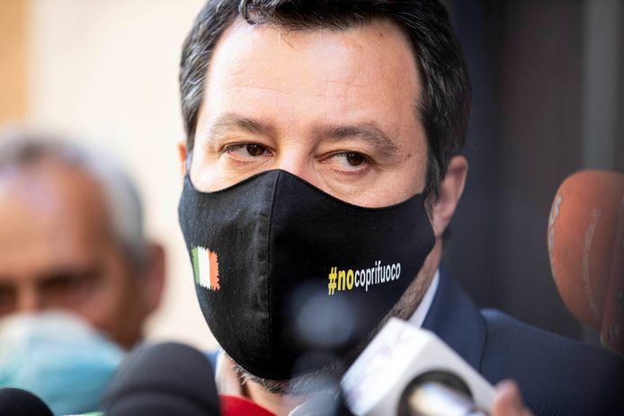 Lega-partijleider Matteo Salvini neemt het op voor de van de dodelijke schoten verdachte politicus.