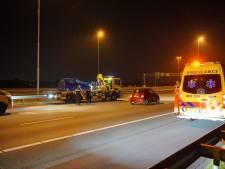 Twee auto's botsen tegen elkaar op A50 bij Herveld; drie rijstroken dicht
