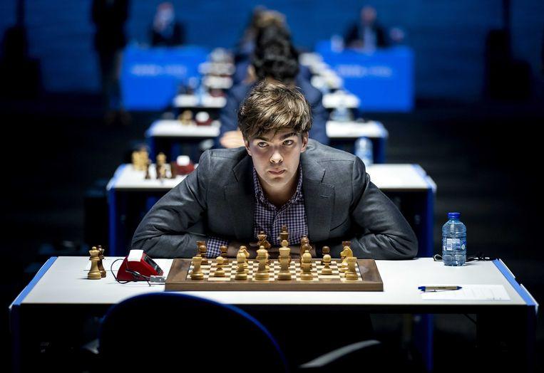 Jorden van Foreest speelt tegen Alireza Firouzja in de vijfde ronde van het internationale schaaktoernooi TataSteel Chess Tournament 2021. Beeld ANP