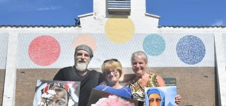 Drie keer Dorrestijn in toeristenkerk Dishoek