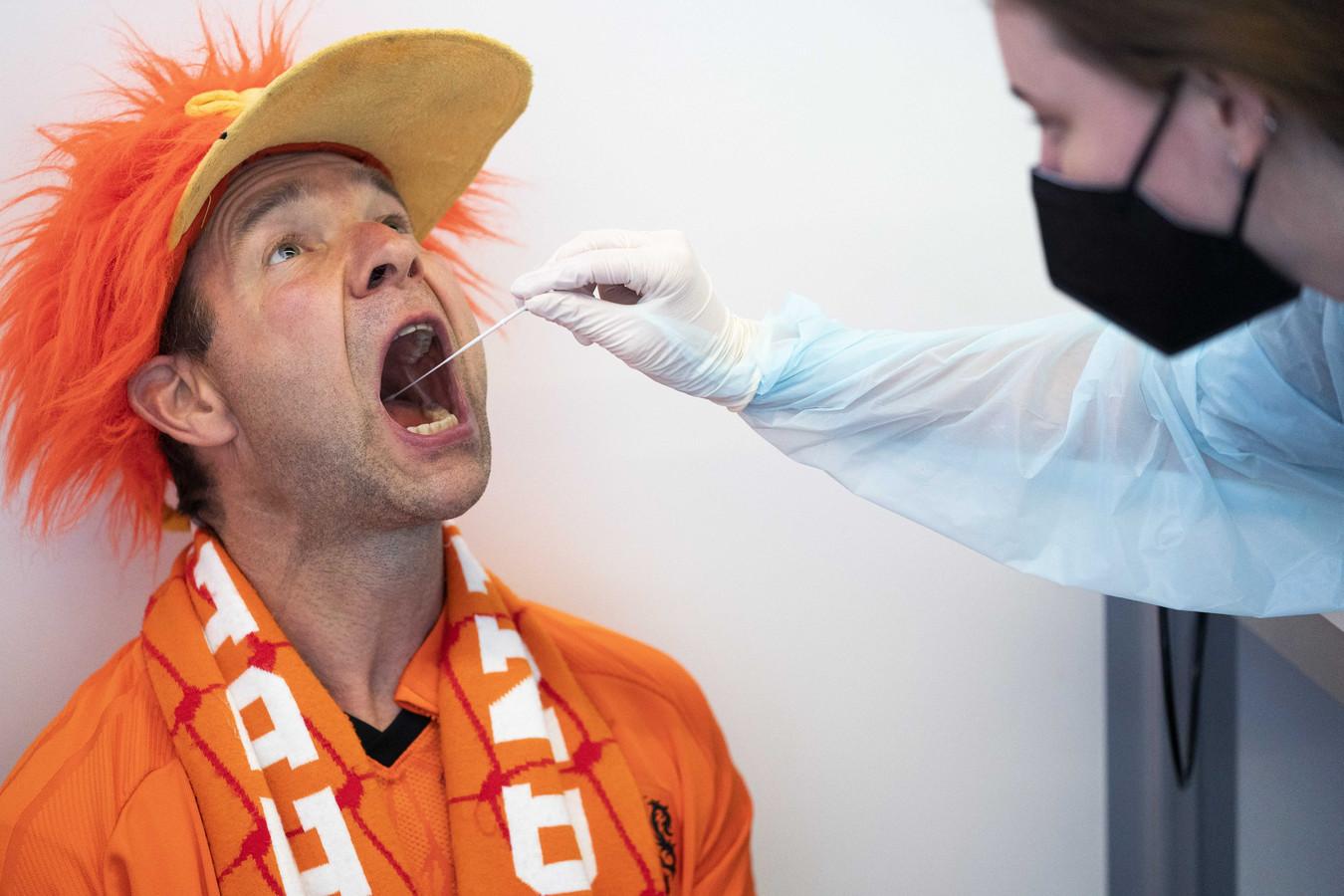 Oranje-fans die wedstrijden van het Nederlands Elftal willen bezoeken moeten zich ook laten testen voor toegang.