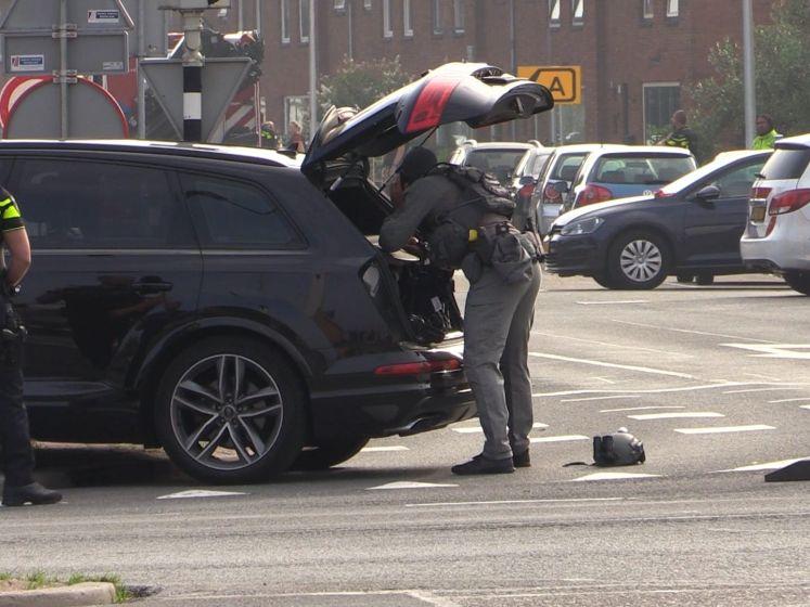 Politie lost schoten bij incident in Almelo; man met kruisboog op balkon