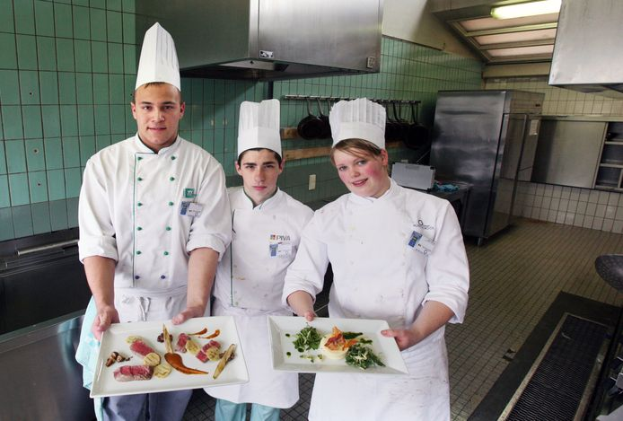 Enkele leerlingen van de hotelschool Terbiest uit Sint truiden