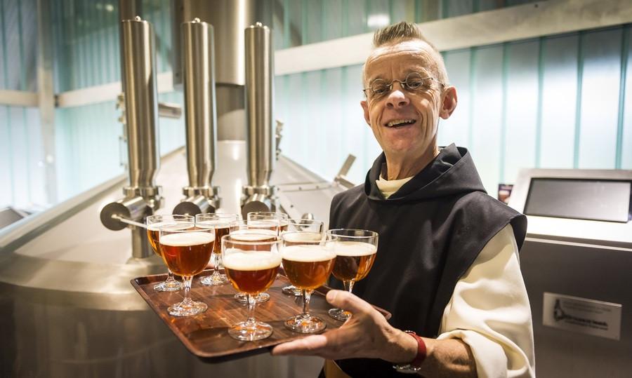 Een van de monniken van de abdij Maria Toevlucht bij de presentatie van het Zundertse trappistenbier, een week geleden