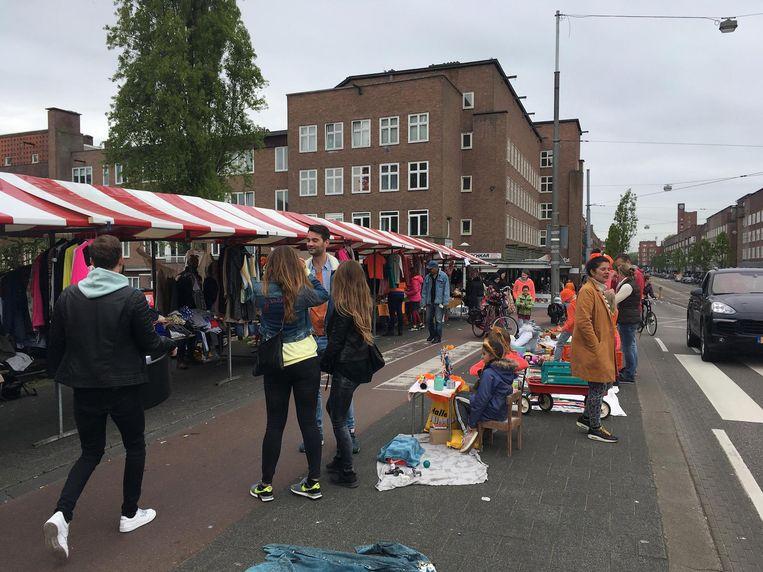 De vrijmarkt op de Jan Eef Beeld Melle Bos