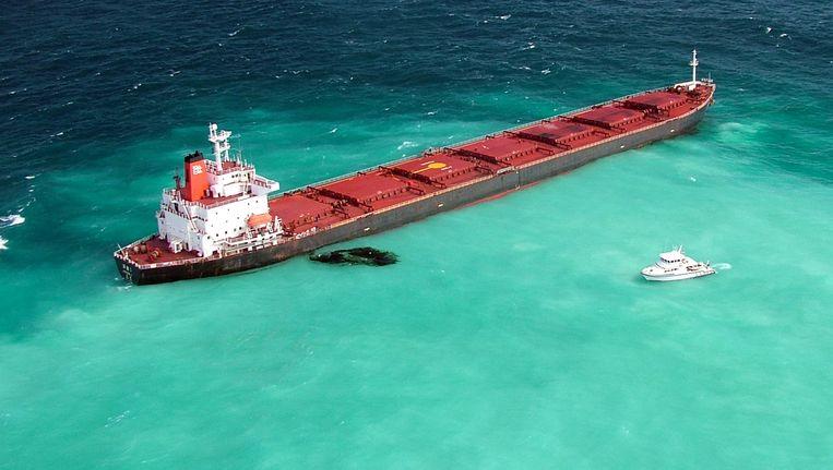 Een Chinese vrachtboot dat kolen komt halen in Australië lekt olie in de buuurt van de Great Barrier Reef. (archief, 2010) Beeld AFP