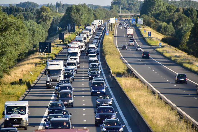 File op de E403 in de richting van Brugge, zoals hier op deze archieffoto: het was ook deze middag het geval op het grondgebied van Ardooie.