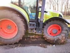 Tractor botst achterop stadsbus in Hengelo