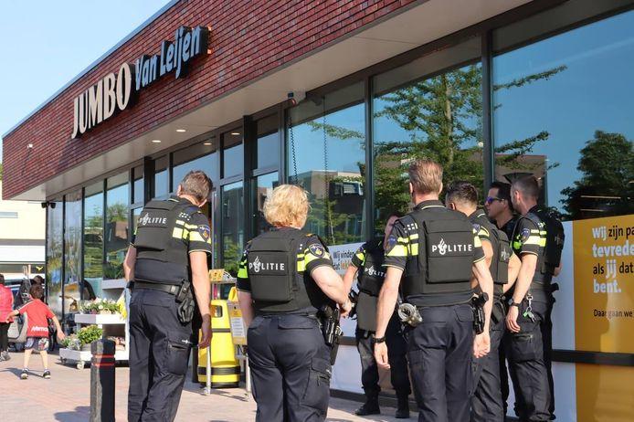De politie doet onderzoek naar een mogelijk schietincident.
