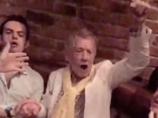 Quand Ian McKellen  chante les Misérables dans un bar