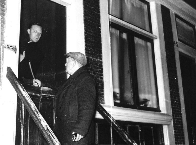 Rond 1940 was het Ome Jan uit de Palmstraat die in de buurt wakker porde. Beeld anp