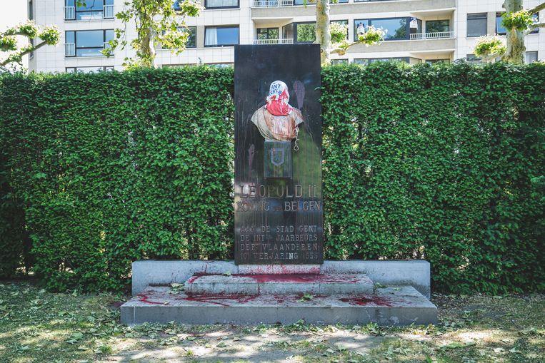 Het Leopold II-standbeeld aan het Zuidpark in Gent is al meermaals beklad geweest.  Beeld Wannes Nimmegeers
