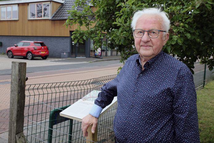 Albert Hokse (88) weet het nog als de dag van gisteren. De kogels vlogen over hem heen.