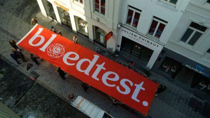 Bloedtest doorkruist zaterdag Tielt met spandoek van 21 meter