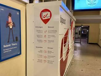 Maatregelen tegen tweetalige opschriften op pakjesautomaat in station