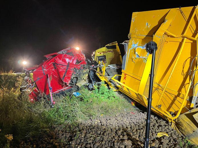 Twee vrachtwagens botsten op elkaar op de N279 bij Heeswijk-Dinther.