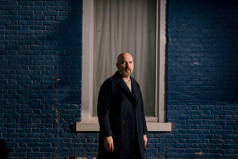 Douglas Stuart: 'Dat ik ben gaan schrijven, was vooral een poging om de twee helften waaruit ik bestond – de New Yorkse modeontwerper en de armeluisjongen uit Glasgow – bijeen te brengen.' Beeld Amir Hamja