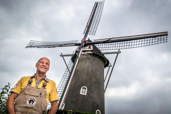 Hans Verbeek bij zijn nieuwe werkplek: de molen van Liessel.
