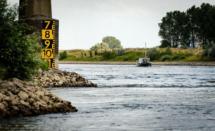 Laagwater in de IJssel nabij Doesburg.