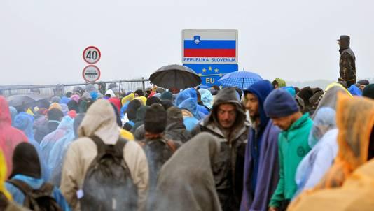 Migranten bij de Kroatisch-Sloveense grens.