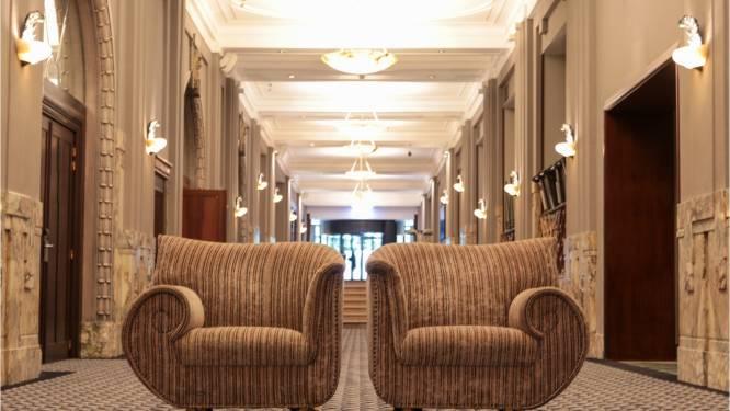 In deze sofa zat misschien ooit Grace Kelly of Brigitte Bardot: inboedel wereldberoemd Brussels hotel gaat vandaag onder de hamer