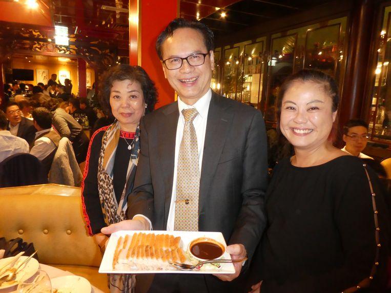Babi pangang zoals hij hoort. Met Lam Chu Chan, Chi Keung Wu en Yuen Yen Wu van restaurant Jasmin Garden. Beeld Hans van der Beek