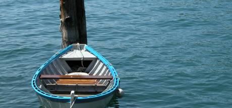 Leeg bootje dobbert op vijver in Tilburg, brandweer zoekt naar mogelijke drenkeling