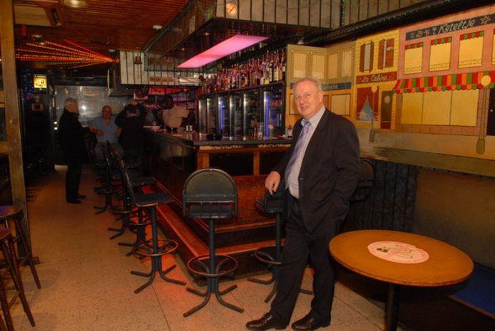 Eigenaar Simon Teunis nam eind jaren negentig café 't Keteltje in het Antwerpse Schipperskwartier over.