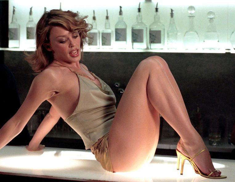 Kylie Minogue in gouden hotpants in de videoclip van 'Spinning Around' Beeld Videoclip Spinning Around