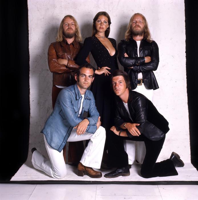 De bandleden van Earth and Fire in 1979. Vlnr: Gerard Koerts, Jerney Kaagman, Chris Koerts en Ton van der Kleij.