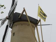 Stichting Schiedamse Molens viert 40-jarig bestaan met nieuwe vlag en oproep mooie herinneringen