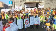Leerlingen Sint-Donatus Merchtem betogen en dansen voor veiliger verkeer (VIDEO)