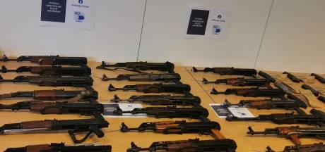 Un arsenal d'armes de guerre retrouvé dans un garage à Anvers
