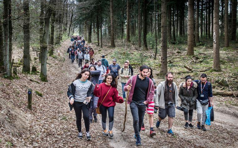 In 2017 werd al eens een wandeltocht georganiseerd ter nagedachtenis aan pater Frans van der Lugt. Beeld Koen Verheijden