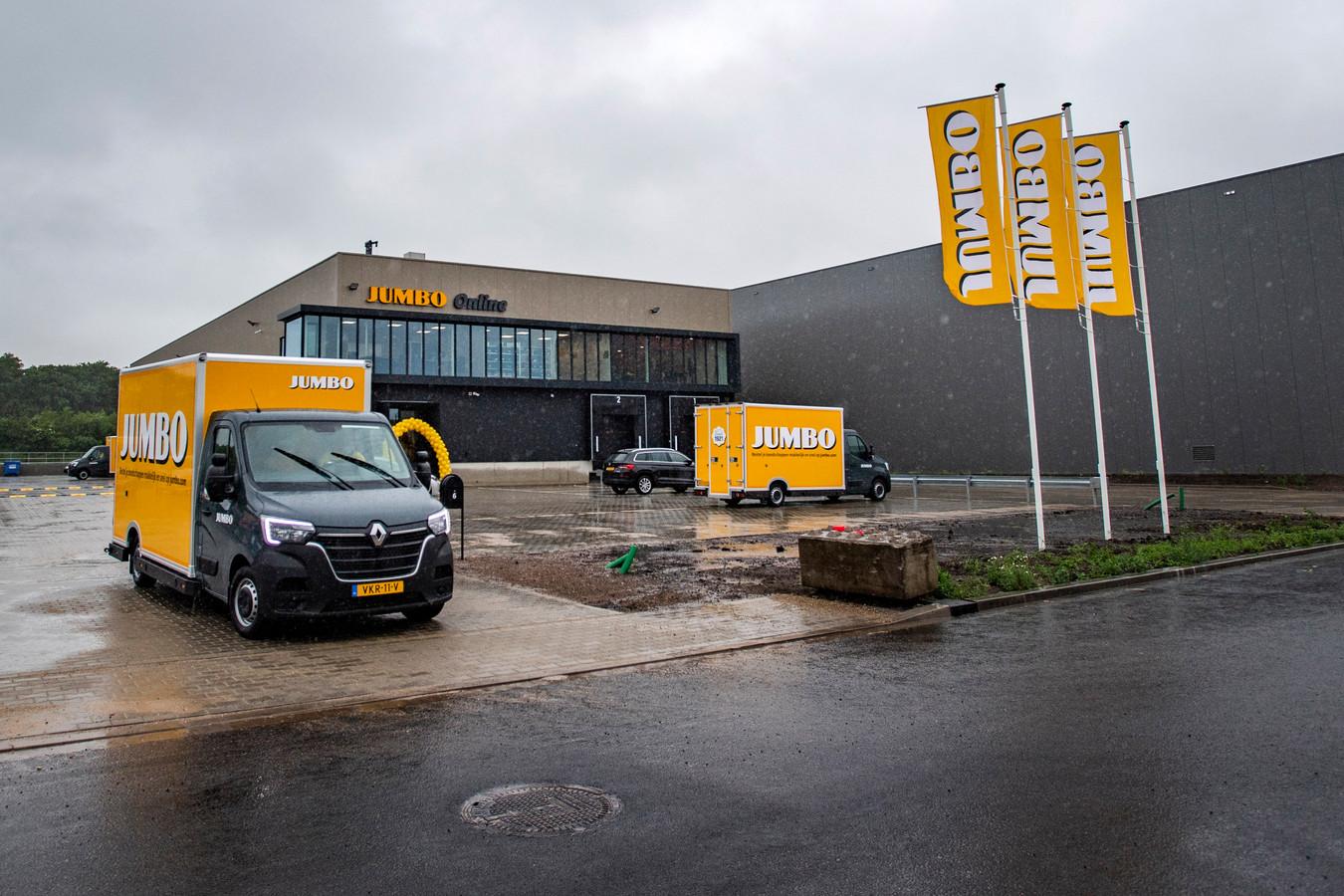 Aan de Kluwerweg op Bedrijvenpark A1 bij Deventer heeft Jumbo Supermarkten een nieuwe hub geopend voor klanten die hun boodschappen online bestellen.