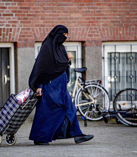 Boerkaverbod is onduidelijk: speeltuin in Nijmegen houdt vrouw met nikab onterecht tegen