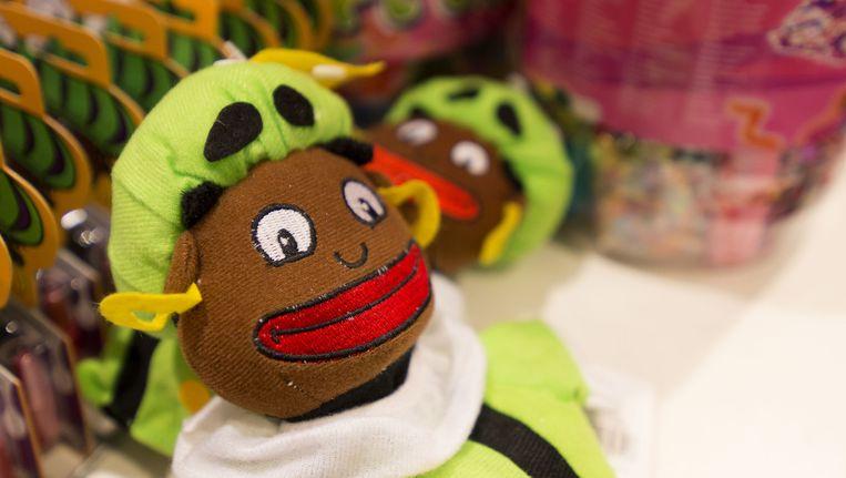Een Zwarte Piet-poppetje in een etalage. Beeld anp