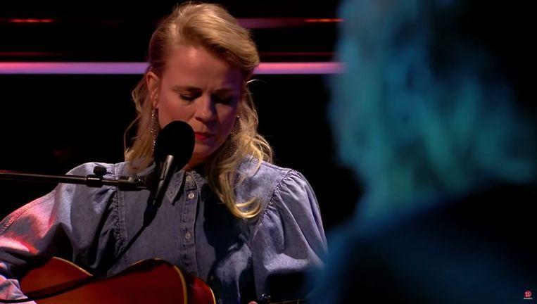 Ilse de Lange zingt 'Turn, turn, turn'. Beeld