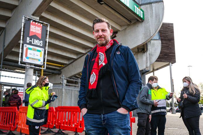 Peter van der Zwan, voorzitter van 'De Sparta Supporter', mag na zeven maanden eindelijk weer Het Kasteel in voor een wedstrijd.