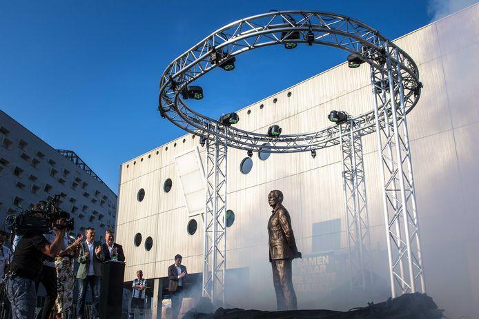 Het standbeeld van Martin Koeman, bij het stadion van FC Groningen.