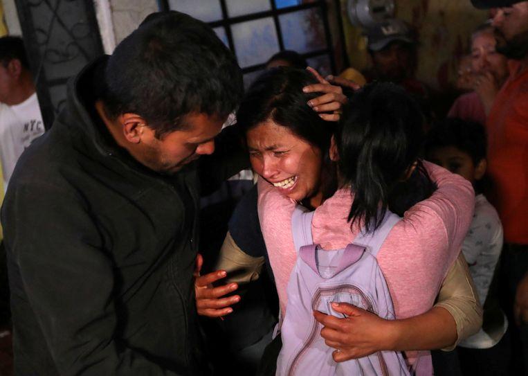 Maria Magdalena, de moeder van de zevenjarige Fatima Cecilia Aldrighett, is ontroostbaar. Beeld REUTERS