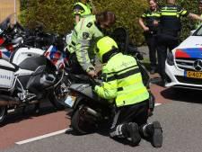 Scooterrijder racet op hoge snelheid door Nootdorp met politiehelikopter achter zich aan
