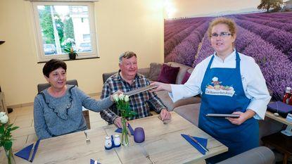 Ilona (30) tovert huiskamer om tot restaurant